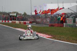 Sebastian Vettel, Ferrari, alla guida di un Tony Kart