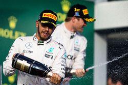 Podio: ganador Nico Rosberg, Mercedes AMG F1 Team, segundo lugar Lewis Hamilton, Mercedes AMG F1 Tea