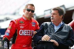 Greg Biffle, Roush Fenway Racing Ford, Mike Helton, Vicepresidente de NASCAR