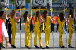 grid girls, pit lane, waiting