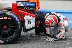 لويك دوفال، دراغون ريسينغ، ينظر اسفل السيارة