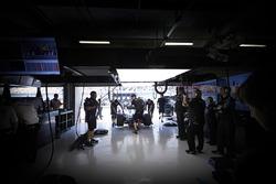 L'ambiance dans le garage Mercedes AMG F1 Team