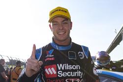 Ganador Scott McLaughlin, Garry Rogers Motorsport Volvo en parc ferme