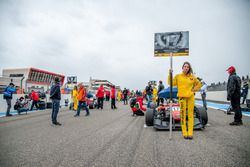 Maximilian Günther, Prema Powerteam Dallara F312 – Mercedes-Benz, Grid girl