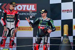 Podium : le vainqueur Chaz Davies, Aruba.it Racing - Ducati Team et Tom Sykes, Kawasaki Racing Teamp