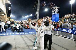 Il vincitore della gara Nico Rosberg, Mercedes AMG F1 Team