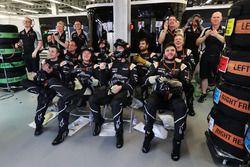 Mecánicos de Sahara Force India F1 team celebra el tercer puesto para Sergio Pérez, Sahara Force India F1