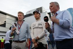Simon Lazenby, Sky Sports F1 Sunucusu ve Sergio Perez, Sahara Force India F1 ve Johnny Herbert, Sky