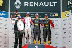 Podio Gara 2: il vincitore Fabian Schiller, Team Marc VDS, il secondo classificato Fredrik Blomstedt