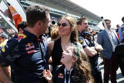 Christian Horner, Team Principal Red Bull Racing avec sa femme Geri Halliwell, et sa fille Bluebell au podium