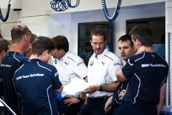 BMW Team Schnitzer, reunión de equipo