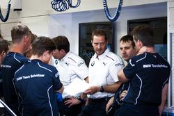 BMW Team Schnitzer, Team meeting