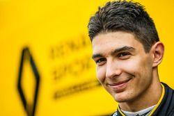 Эстебан Окон, тестовый пилот Renault Sport F1 Team