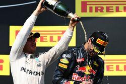 Podio: Nico Rosberg, Mercedes AMG F1 Team segundo lugar y tercer lugar Daniel Ricciardo, Red Bull Ra