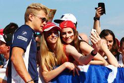 Marcus Ericsson, Sauber F1 Team with fans