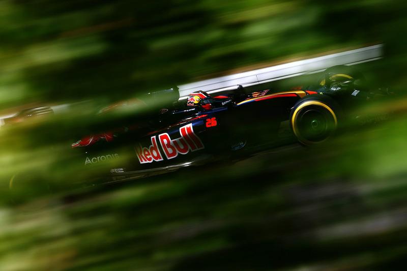 2016 год. За рулем болида Toro Rosso STR11 в пятничной тренировке