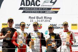 Podium: Sieger Simo Laaksonen, Motopark; 2. Mick Schumacher, Prema Powerteam; 3. Joseph Mawson, Van