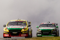 Chaz Mostert, Rod Nash Racing, Ford, und Cameron Waters, Prodrive Racing Australia