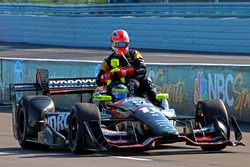 Sébastien Bourdais, KV Racing Technology Chevrolet gives a ride to James Hinchcliffe, Schmidt Peterson Motorsports Honda