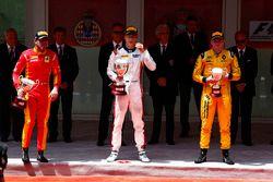 Podio: il vincitore Artem Markelov, RUSSIAN TIME, il secondo classificato Norman Nato, Racing Engine