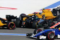 نيكو هلكنبرغ، فورس إنديا، حادث فى بداية السباق مع جوليون بالمر، رينو