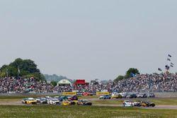 Arrancada carrera 2 - Matt Neal, Halfords Yuasa Racing Honda Civic Type R