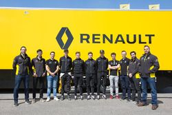 Групповое фото Renault Sport Academy и Infiniti Engineering Academy