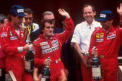 Podium : le vainqueur Alain Prost, McLaren Honda, le second Gerhard Berger, Ferrari, le troisième Michele Alboreto, Ferrari