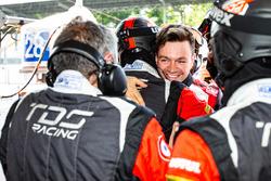 Ganador de la pole #33 TDS Racing Oreca 07 - Gibson: Matthieu Vaxivière celebra