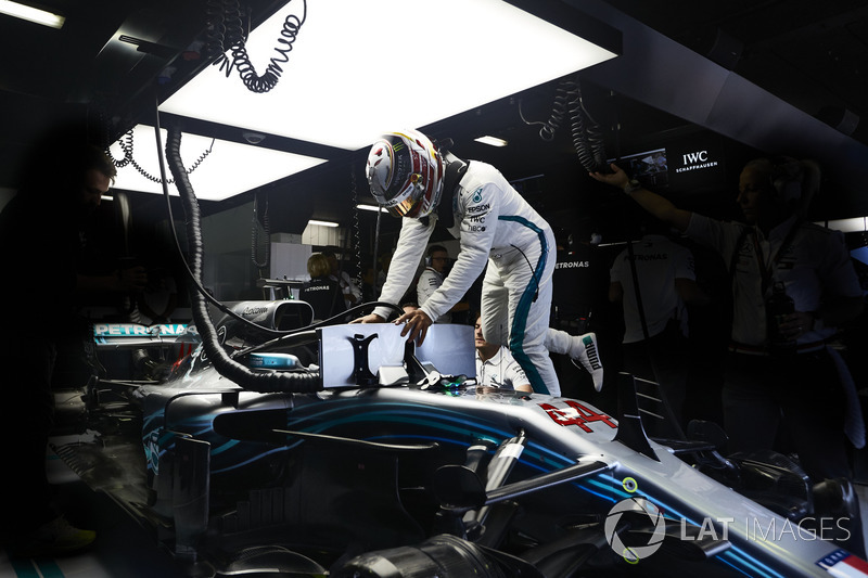 Lewis Hamilton, Mercedes AMG F1, climbs into his car