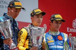 Le deuxième, Alexander Albon, DAMS, le vainqueur Jack Aitken, ART Grand Prix, le troisième, Lando Norris, Carlin