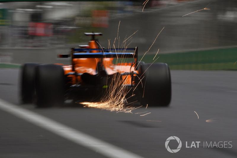 Fernando Alonso, McLaren MCL33 sacando chispas