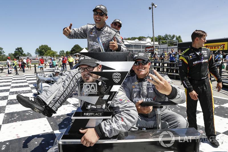 Josef Newgarden, Team Penske Chevrolet, team members go back to the transporter with the trophy, podium