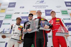 الفائز بالسباق جوري فيبس، موتورباك، المركز الثاني إنعام أحمد، هايتك جي بي، المركز الثالث ماركوس أرمسترونج، بريما