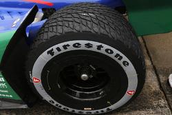 Alexander Rossi, Andretti Autosport Honda met de nieuwe Firestone asymmetrische regenband