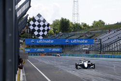 Race winner Enaam Ahmed, Hitech Bullfrog GP Dallara F317 - Mercedes-Benz
