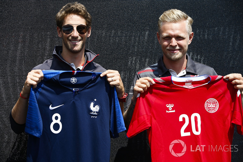 Romain Grosjean, Haas F1 Team, and Kevin Magnussen, Haas F1 Team, pose with French and Danish footba
