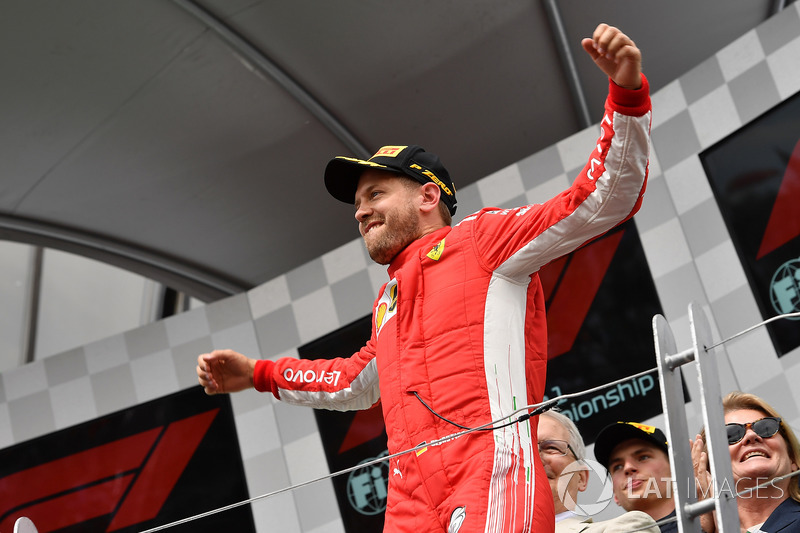Sebastian Vettel, Ferrari, celebra su victoria en el podio de Canadá