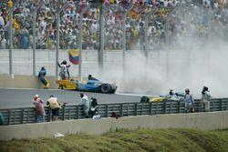 Fernando Alonso, Renault Renault F1 Team R23, crashes