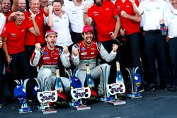 Lucas di Grassi, Audi Sport ABT Schaeffler., Daniel Abt, Audi Sport ABT Schaeffler. Celebran con el equipo Audi.