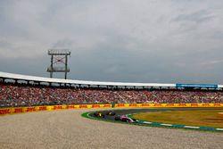 Esteban Ocon, Force India VJM11, precede Carlos Sainz Jr., Renault Sport F1 Team R.S. 18, e Kevin Magnussen, Haas F1 Team VF-18