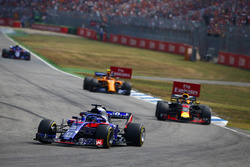 Brendon Hartley, Toro Rosso STR13, leads Daniel Ricciardo, Red Bull Racing RB14, and Stoffel Vandoorne, McLaren MCL33