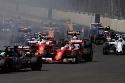 Старт гонки: Нико Хюлькенберг, Force India VJM09 Mercedes, Кими Райкконен и Себастьян Феттель, Ferra