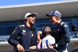 Daniel Ricciardo, Red Bull Racing and Brendon Hartley, Scuderia Toro Rosso on the drivers parade