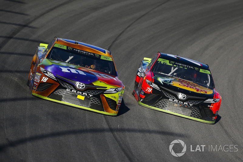 Kyle Busch, Joe Gibbs Racing Toyota and Martin Truex Jr., Furniture Row Racing Toyota