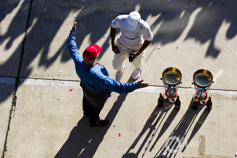 Niki Lauda, Non-Executive Chairman, Mercedes AMG F1, embraces Race winner Lewis Hamilton, Mercedes A