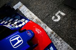 La monoposto di Pierre Gasly, Toro Rosso STR13 Honda, in griglia