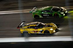 №3 Corvette Racing Chevrolet Corvette C7.R: Антонио Гарсия, Ян Магнуссен, Майк Рокенфеллер, №19 GRT