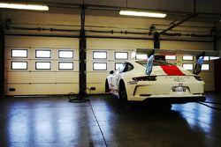 La Porsche 911 GT3 Cup di Bashar Mardini, GDL Racing, nel garage