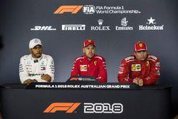 Lewis Hamilton, Mercedes-AMG F1, Sebastian Vettel, Ferrari en Kimi Raikkonen, Ferrari in de persconf